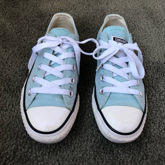 6f6eac751409 Converse low top light blue classic sneakers